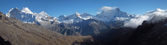 Cordillera Blanca panorama from Chopiqualqui approach valley.